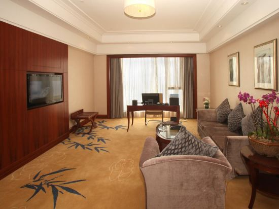 Executive Garden-View Suite