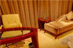 Executive Lake-view Queen Room