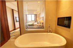 Superior Lake-view Suite