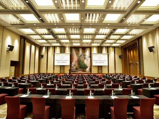 格兰国际宴会厅课桌式1
