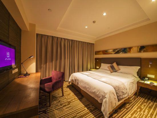 Yitel Deluxe Queen Room