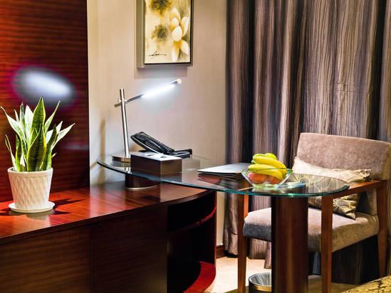 房间书桌一角