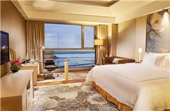 Superior Lake-view Queen Room