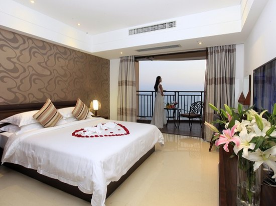 Ocean-view Honeymoon Suite