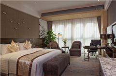 Executive Mountain-view Queen Room