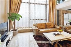Multi-level 2-bedroom Suite