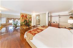 Multi-level Family 3-bedroom Suite
