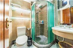 Multi-level Deluxe Suite Queen Room
