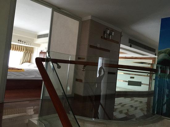 Multi-level Deluxe 3-bedroom Suit