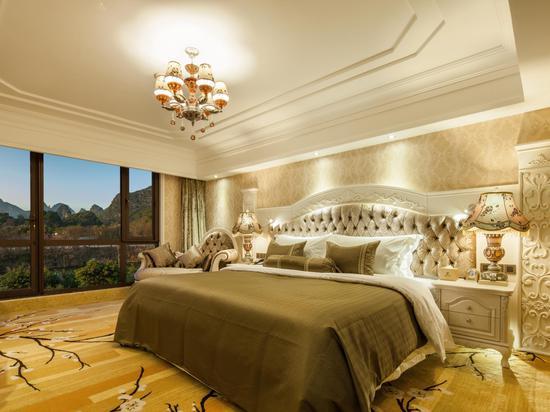 Deluxe Mountain-view Queen Room