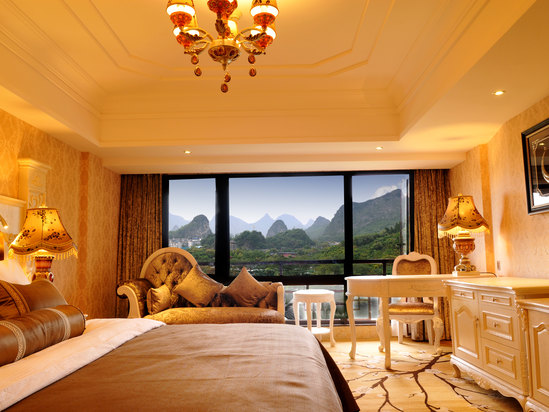 Deluxe Mountain-view Suite