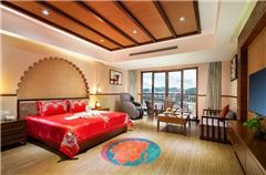 Deluxe Honeymoon Suite