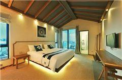 Maple Queen Room