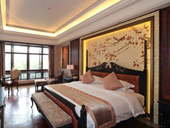 Queen Room B