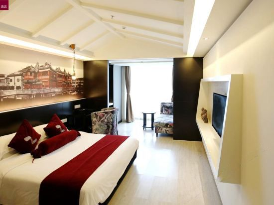 Tradiction and Modern Room