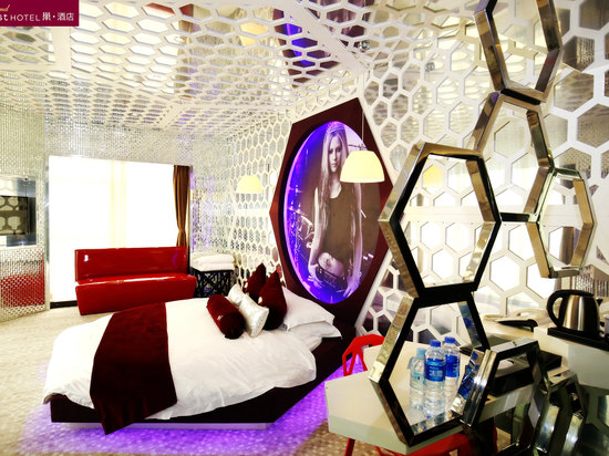 Honeycomb theme room