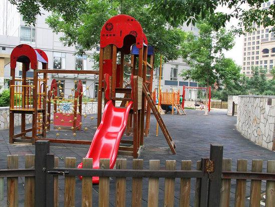 室外儿童活动广场
