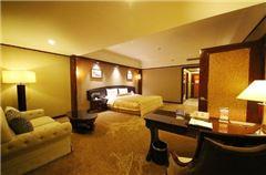 Jinyuan Pavilion Deluxe Queen Room