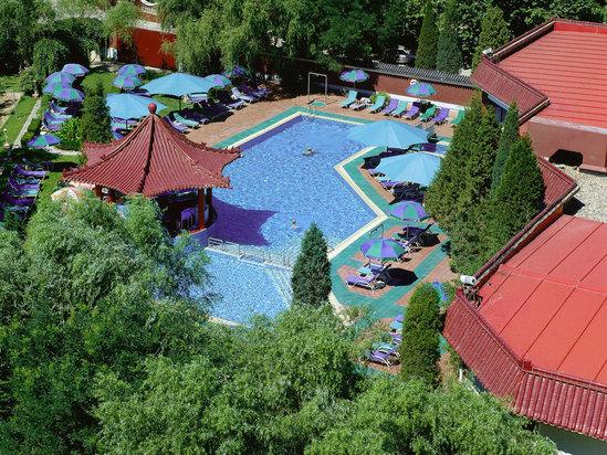 游泳池远景