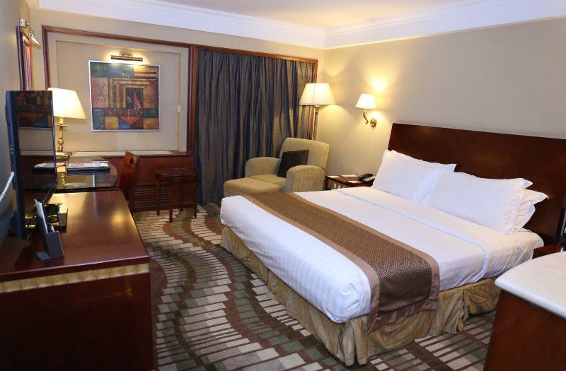 Standard Queen Room