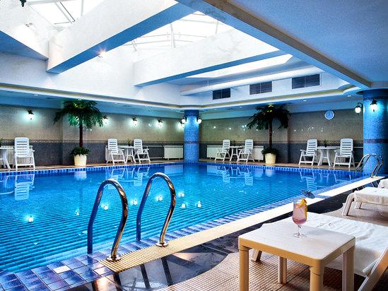 地下一層游泳館