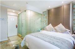 Mini Queen Room