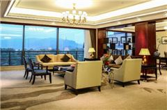 Superior Deluxe Lake-view Suite