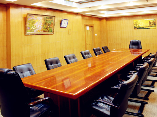 Multifunctional meeting rooms
