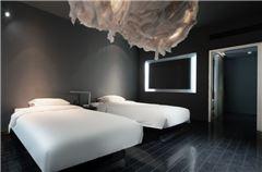 漂浮双床房
