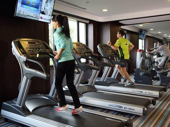 健身娱乐设施