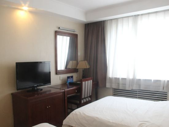 2-bedroom Suite Triple Bed