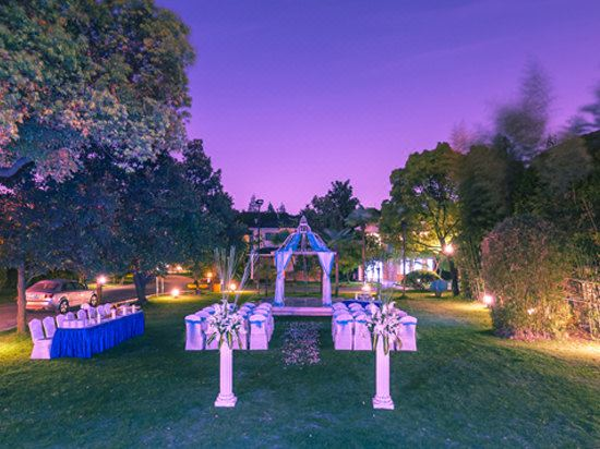 草坪婚礼秀
