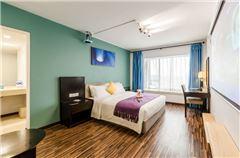 Deluxe River-view Queen Room