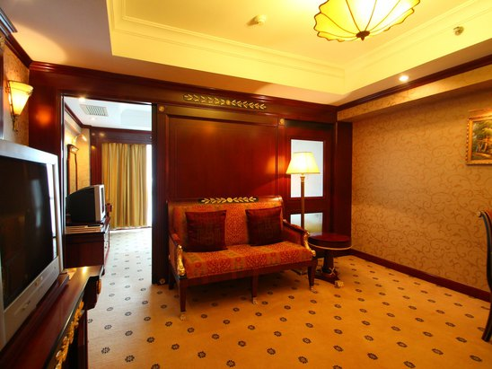 Business City View Twin-Bed Suite