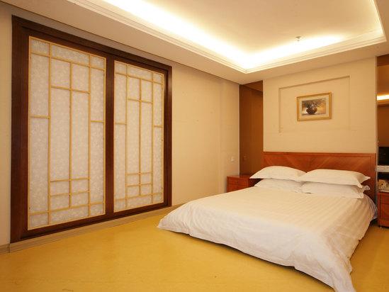 Atrium-view Room