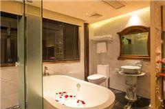满庭芳豪华浴缸大床房