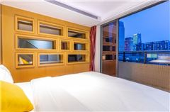 Mulyi-level 2-bedroom and 1-living room