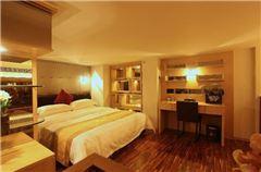 Multi-level Queen Room