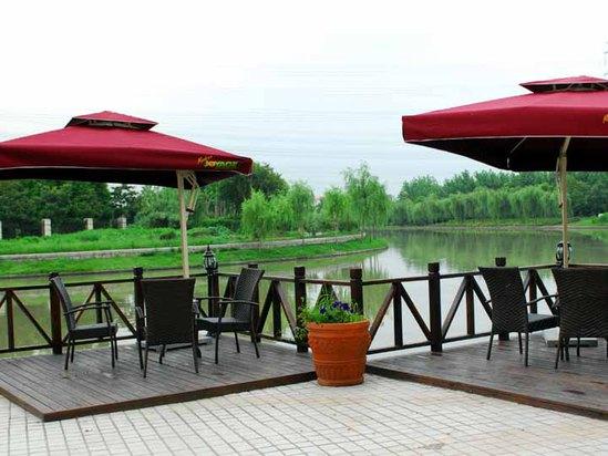 湖畔休息区