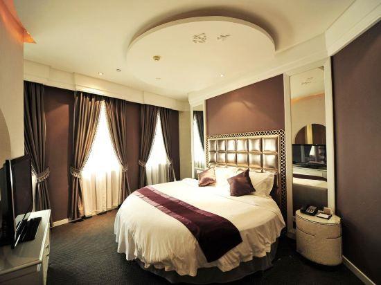 Man-live Queen Room