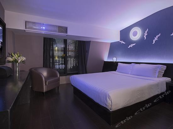 Moonnight Queen Room