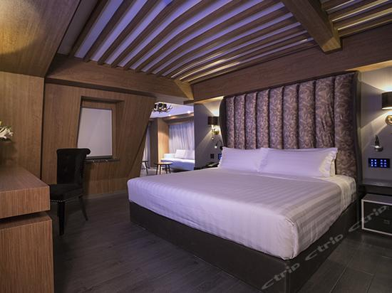 Swiss Cabin Suite