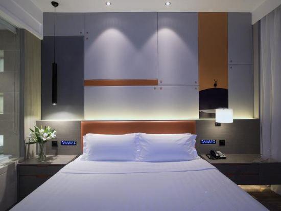 Modern Queen Room
