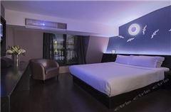 月夜大床房