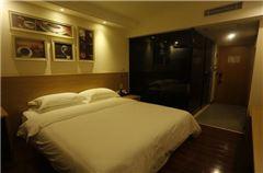 Tong house Queen   Room