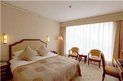Vihara Queen Room