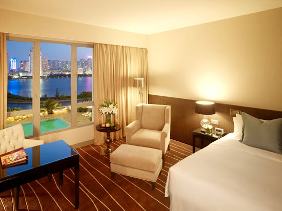 Deluxe Lake-view Queen Room