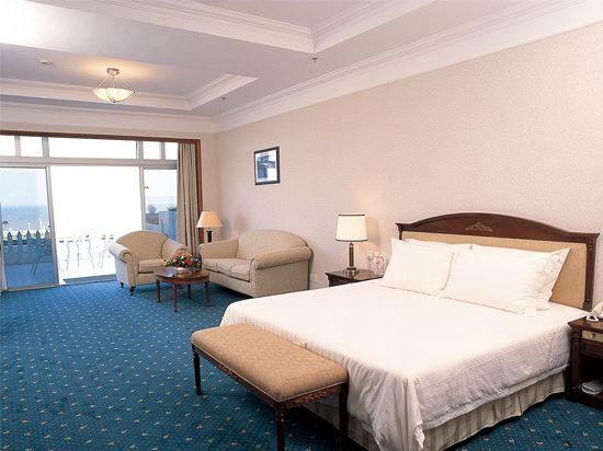 Qcean-view Queen Room