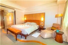 Monarch Queen Room