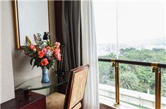 Superior Garden-view Queen Room
